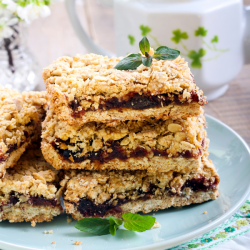 Orange and date oaty slices